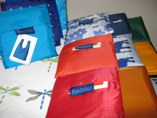 colorful shopping bags from Baggu