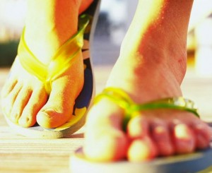 summer feet in flip flops