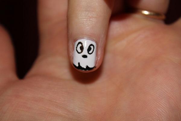 White sheet ghost nail art ideas.