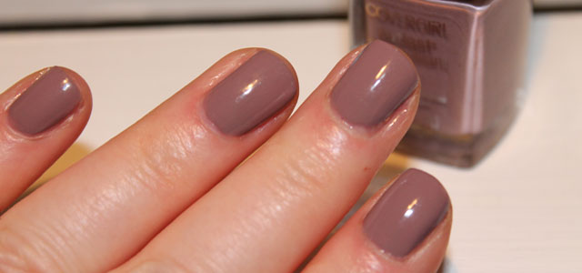 CoverGirl Outlast Stay Brilliant Smokey Taupe decorates my nails today.