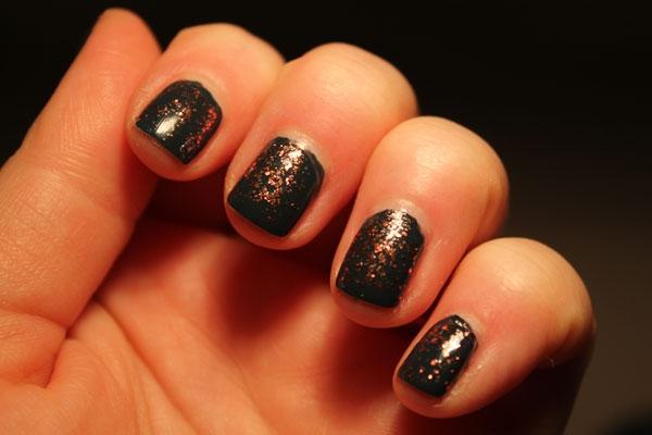 I love this nail polish color combo.
