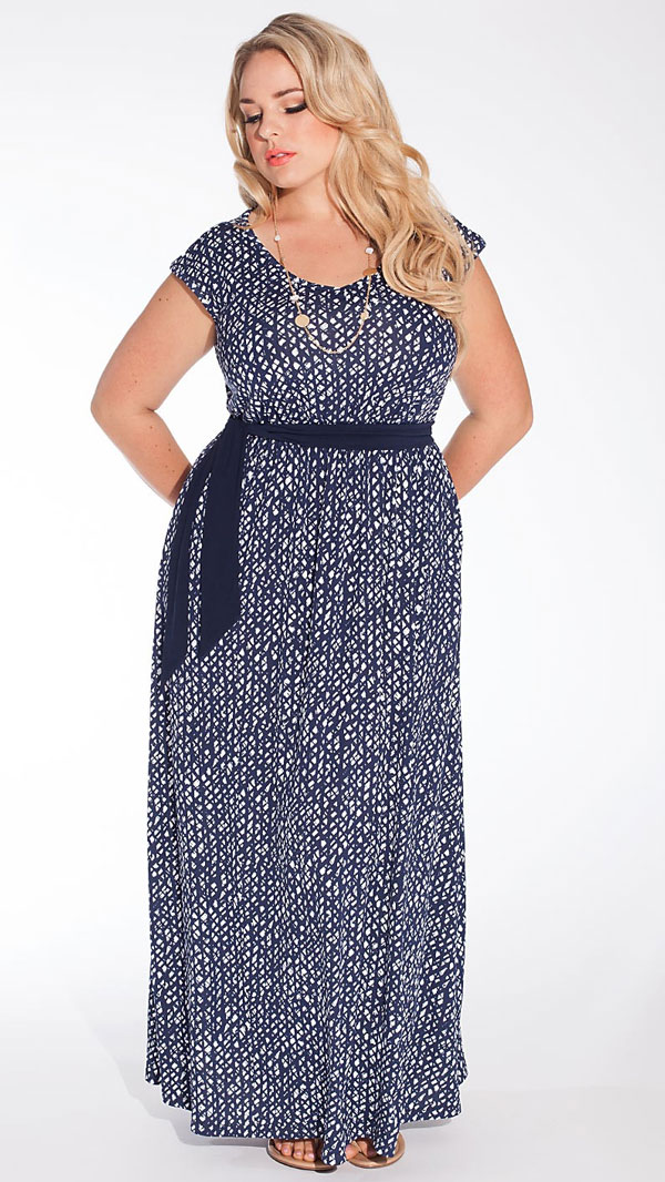 A classic looking casual maxi dress for a wedding guest.