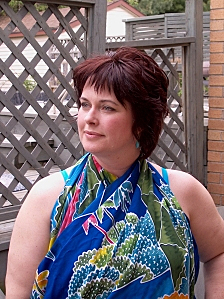 How to tie a plus size sarong around your neck.