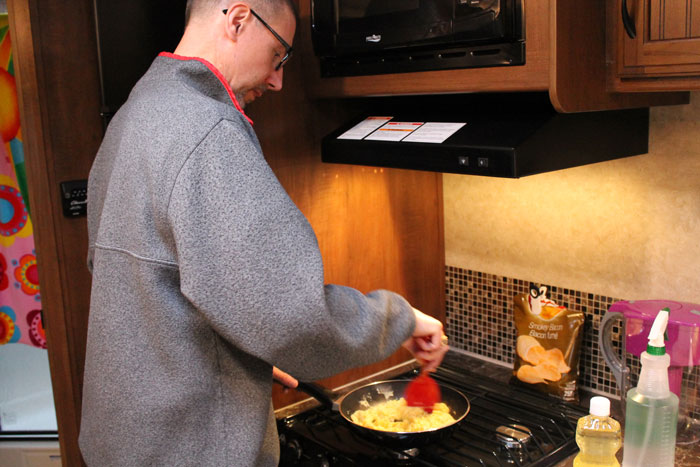 Jeff-cooking-Eggs